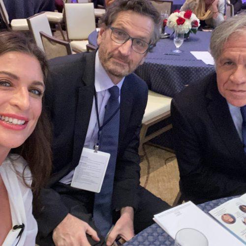 Un selfie con Héctor Schamis y Luís Almagro.